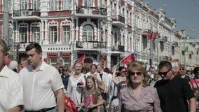 Homiel', Bielorussia - 9 maggio 2018: Processione cerimoniale della parata Azione immortale marzo del reggimento alla processione archivi video