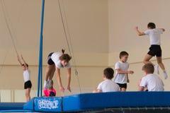 Homiel', Bielorussia - 12 novembre 2016: Concorsi di sport in acrobatica fra i ragazzi e le ragazze sopportati nel 2005-2006 Fotografia Stock Libera da Diritti