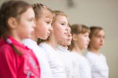 HOMIEL', BIELORUSSIA - 25 novembre 2017: Concorsi di stile libero fra i giovani e le donne nel 2005-2007 Nel programma, nel tramp Fotografia Stock Libera da Diritti