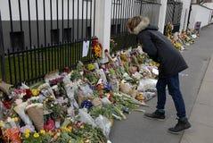 HOMMAGE DE SALAIRE DE PERSONNES AUX VICTIMES DE BRUXELLES Photo stock