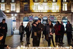 Hommages étant présentés après que Paris attaque les attaques af de Paris Photos stock