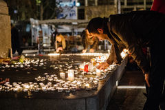 Hommages étant présentés après que Paris attaque les attaques af de Paris Image stock