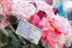 Hommages floraux aux victimes de l'attaque terroriste de Londres Photos stock