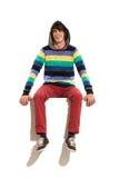 Homme à capuchon s'asseyant sur une bannière. Image stock
