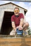 Homme à l'aide de la machine-outil Photographie stock