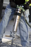 Homme à l'aide du marteau de Jack Photographie stock