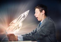 Homme à l'aide du PC de tablette Photo libre de droits