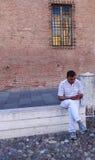 Homme à l'aide du téléphone portable Images libres de droits