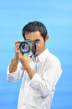 Homme à prendre une photo Photo libre de droits