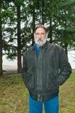 Homme âgé moyen à l'extérieur Image libre de droits