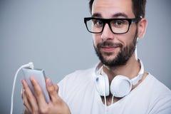 Homme écoutant la musique Image libre de droits