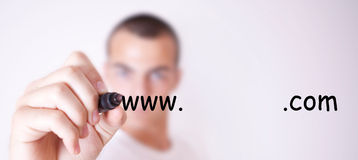 Homme écrivant le nom du site Image stock