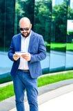 Homme élégant extérieur photo libre de droits