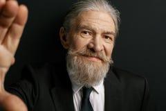 Homme élégant très vieil avec le visage aimable Photo libre de droits