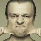 Homme étirant à l'extérieur ses joues Images libres de droits