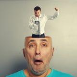Homme étonné avec l'homme d'affaires fâché Photographie stock libre de droits