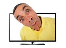 Homme étonné avec la télévision et l'expression de wow. Photos stock