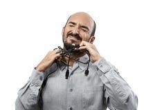 Homme étranglé avec des câbles Photo libre de droits
