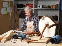 Homme aîné au travail Images stock