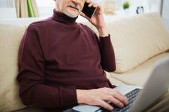 Homme aîné au travail Image libre de droits