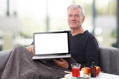 Homme aîné avec l'ordinateur portatif Photos libres de droits