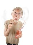 Homme aîné avec la bouteille de gigarette et de boisson alcoolisée Images libres de droits