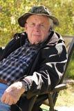 Homme aîné avec le bluetooth Image libre de droits