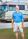 Homme aîné avec le camping-car Photos stock