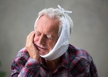 Homme aîné avec le mal de dents Photos libres de droits