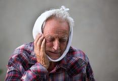 Homme aîné avec le mal de dents Photographie stock libre de droits