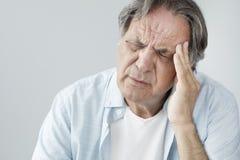Homme aîné avec le mal de tête Photo libre de droits