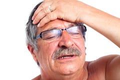 Homme aîné avec le mal de tête Images libres de droits