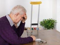 Homme aîné avec le mal de tête Photos libres de droits
