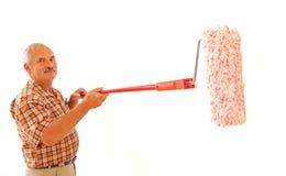 Homme aîné avec le rouleau de peinture Images libres de droits
