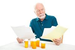 Homme aîné déprimé - factures médicales Images libres de droits
