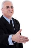 Homme aîné d'affaires donnant sa main Images libres de droits