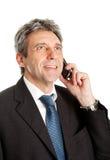 Homme aîné d'affaires parlant sur le portable Image libre de droits
