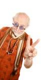 Homme aîné effectuant le signe de paix Image libre de droits