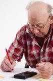 Homme aîné et écritures Photographie stock libre de droits