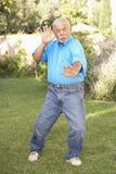 Homme aîné faisant le Chi de Tai Photos stock