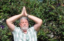 Homme aîné faisant le Chi de Tai Image libre de droits