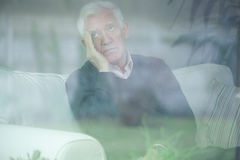 Homme aîné inquiété Images stock
