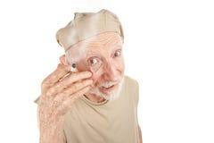 Homme aîné loqueteux avec la cigarette Images libres de droits