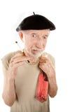Homme aîné loqueteux avec la cigarette et la boisson alcoolisée Photographie stock