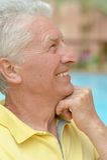Homme aîné pensant Photographie stock