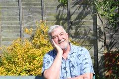 Homme aîné pensif Photo stock