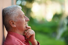 Homme aîné pensif Photos libres de droits