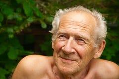 Homme aîné recherchant Images stock