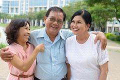 Homme aîné riant Photographie stock libre de droits
