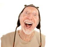 Homme aîné riant dans le capuchon de knit Photographie stock libre de droits